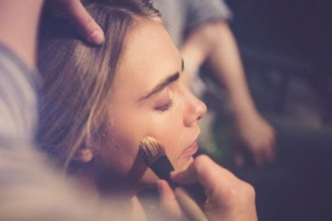 Cara_Delevingne_has_her_make_up_applied_backstage