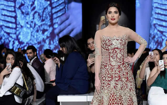 Sara Rohale Asghar 'The Royal Attire' Collection at PLBW17