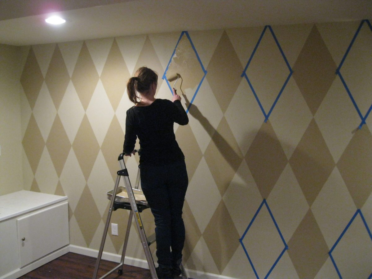 How to Paint Diamonds on Your Walls